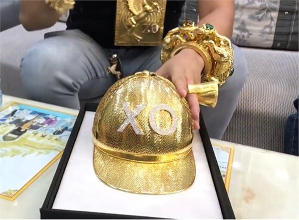 Mũ vàng của Phúc X.O