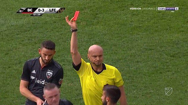 Rooney bị đuổi khỏi sân vì pha vào bóng rợn người