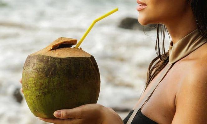 Uống theo cách này, nước dừa thành ... 'thuốc độc'