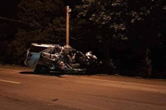 Ô tô 7 chỗ tông xe tải chở rau lao xuống vườn điều, 3 người chết