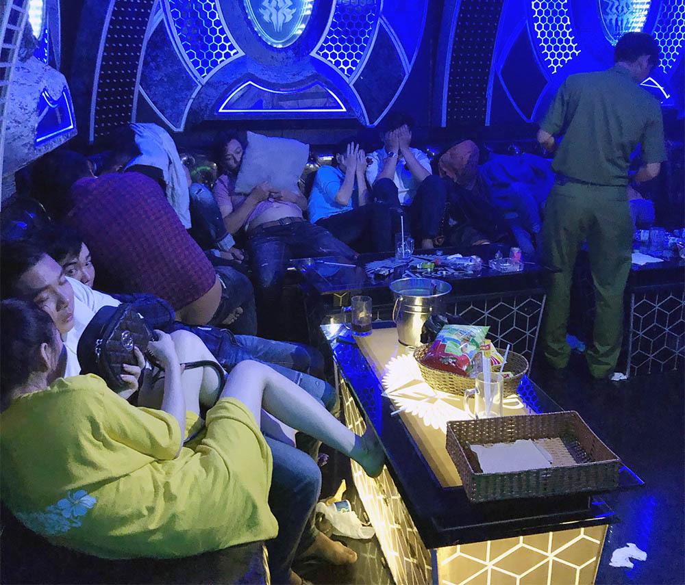 Gần 100 nam nữ mở tiệc ma túy ở quán karaoke lớn nhất Cà Mau
