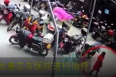 Bé gái Trung Quốc ngã từ tầng 26, đứng bật dậy đi lại bình thường