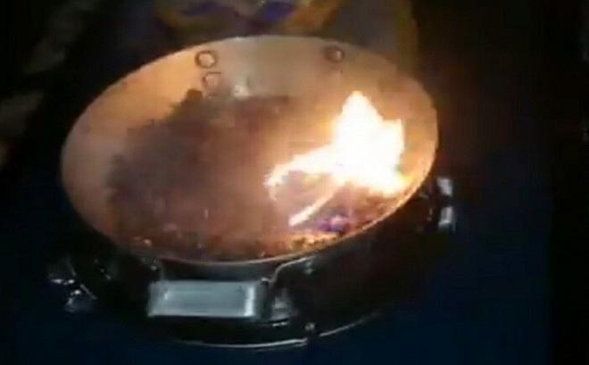 Gạo nhựa đốt cháy khét lẹt: Xôn xao, lan truyền nỗi sợ