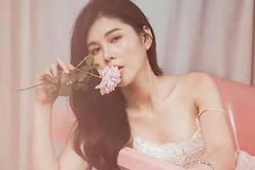 'Nữ MC bên cạnh HLV Park Hang Seo' làm gì để có body siêu gợi cảm?