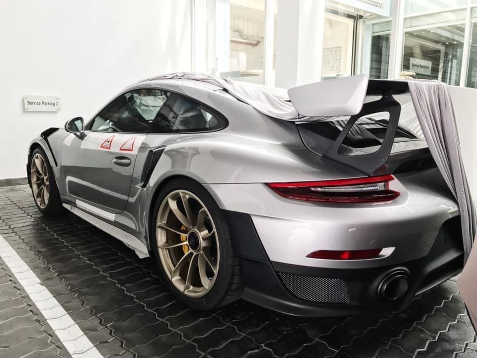 Siêu xe Porsche 20 tỷ chính thức về tay Đặng Lê Nguyên Vũ