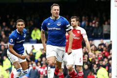 Thua bẽ bàng, Arsenal lỡ cơ hội bứt phá