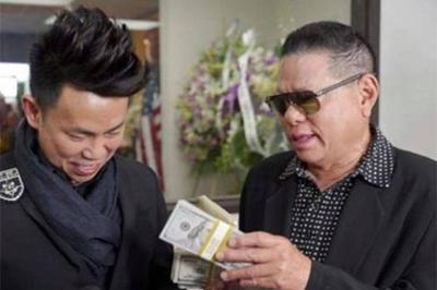 Tình cũ Ngọc Trinh mang gần 700 triệu viếng nghệ sĩ Anh Vũ