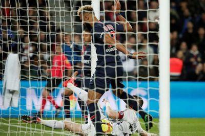 """Video pha bỏ lỡ """"không thể tin nổi"""" của tiền đạo PSG"""