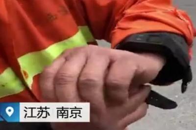 Công nhân vệ sinh TQ phải đeo thiết bị GPS để kiểm tra độ lười nhác