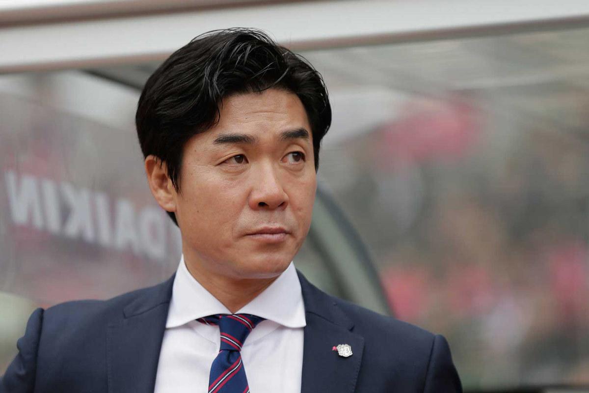 Muangthong United,HLV Park Hang Seo,Đặng Văn Lâm,Yoon Jong Hwan,Thai League
