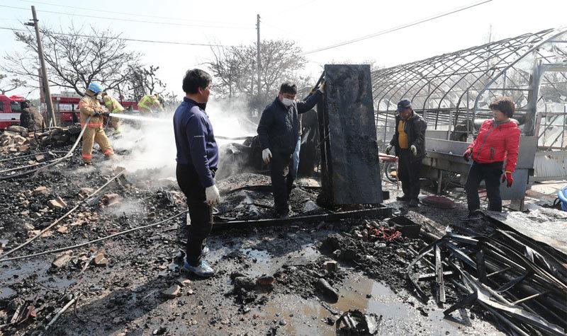 Cảnh tro tàn kinh hoàng ở thị trấn Hàn giáp Triều Tiên