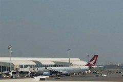 Máy bay chở khách hạ cánh khẩn vì động cơ bốc khói