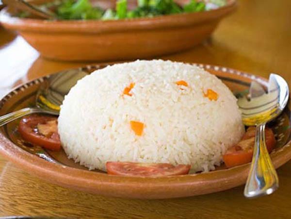 5 loại thực phẩm khiến tình trạng mụn trứng cá thêm nặng