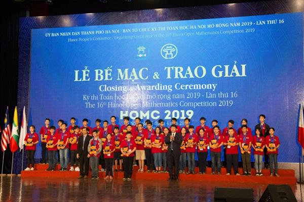 Trao 26 học bổng trong kỳ thi Toán học Hà Nội mở rộng