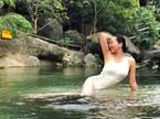 54 tuổi, mấy ai vẫn tự tin mặc bikini, váy cúp ngực sexy như MC Nguyễn Cao Kỳ Duyên