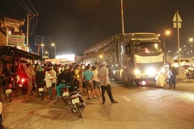 2 người bị xe container tông chết ở vòng xoay tử thần giữa Sài Gòn