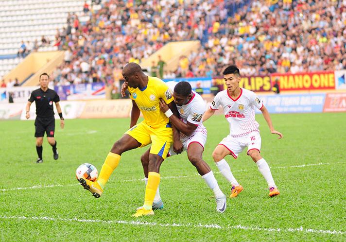 Vòng 4 V-League: Quang Hải 'khai hỏa', HAGL lại thua