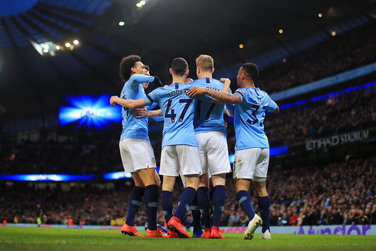 Man City mơ ăn 4: Pep Guardiola thách thức lịch sử