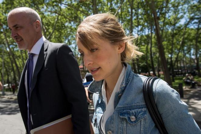 Sao nữ 'Smallville' đối mặt án tù 20 năm vì dính líu tà giáo tình dục