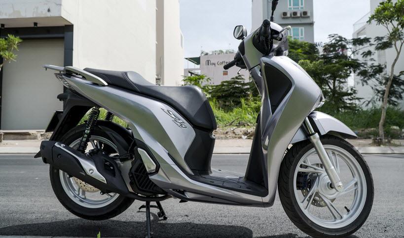 Honda SH mới về:Đắt gần bằng ô tô, dân buôn chém tiền chênh