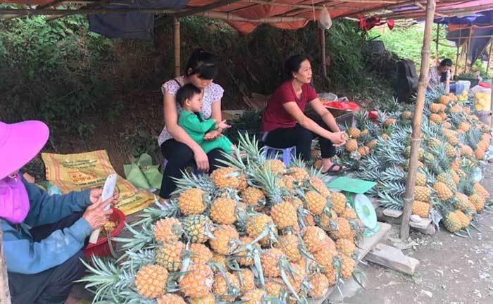 Trung Quốc bất ngờ cắt cầu: Bà con Lào Cai buồn não ruột