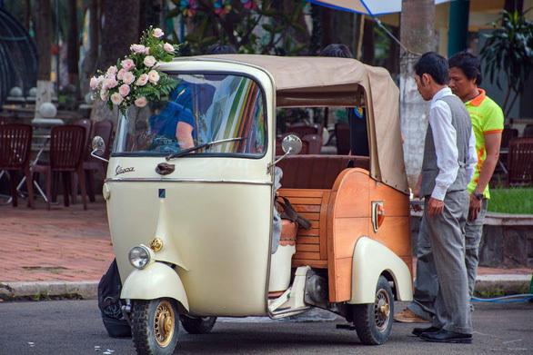 Chiêm ngưỡng dàn ôtô, xe máy cổ 'siêu độc' hút dân Sài Gòn