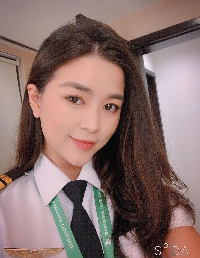 Say nữ phi công Việt xinh đẹp, giám đốc Pháp bay sang Mỹ nấu cơm, rửa bát