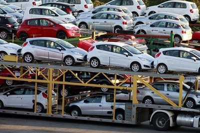 Ô tô nhập khẩu ùn ùn về Việt Nam, thuế thu được tăng hàng nghìn tỷ