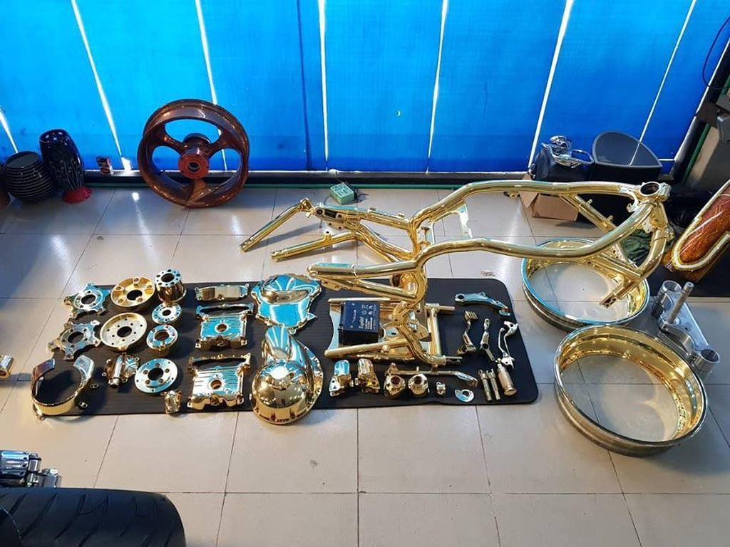 Phúc XO sở hữu 3 siêu xe và dàn mô tô mạ vàng