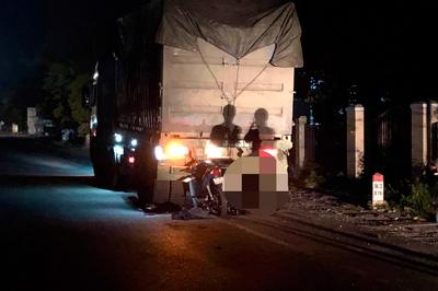 Đâm vào xe tải đang đỗ, cán bộ công an tử vong thương tâm