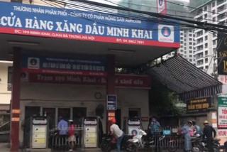 Nhân viên cây xăng thay phiên nhau 'móc túi' khách hàng tại Hà Nội