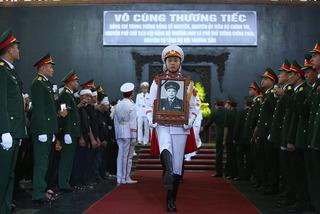 Tiễn đưa Trung tướng Đồng Sỹ Nguyên về công viên Vĩnh Hằng