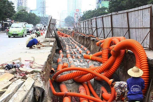 Hanoi slow in putting electrical wire and cables underground on