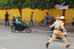 Hà Nội: Nam thanh niên quăng xe trốn chạy CSGT trên vành đai 3