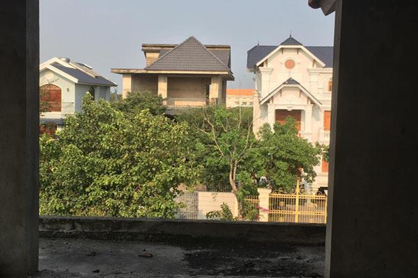 Biệt thự bỏ hoang,Cuộc sống Sài Gòn