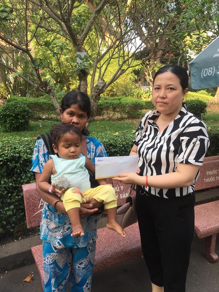 Trao hơn 59 triệu đồng cho bé Hà Minh Quân