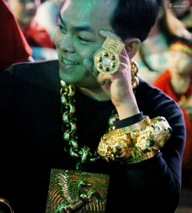 Khối vàng ròng và 300 tỷ tiền mặt qua lời Phúc XO
