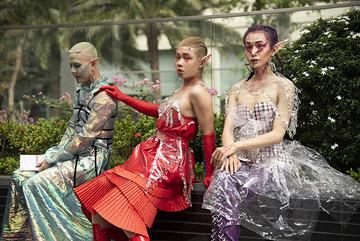 Giới trẻ Sài Gòn hóa 'người ngoài hành tinh' với thời trang quái dị