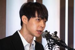 Park Yoochun (JYJ) mở họp báo khẩn về scandal ma túy của hôn thê cũ