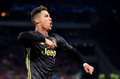 Ronaldo lập đại công, Juventus hú vía trước Ajax