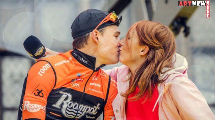 Cua-rơ hôn nhầm nữ phóng viên khi phỏng vấn