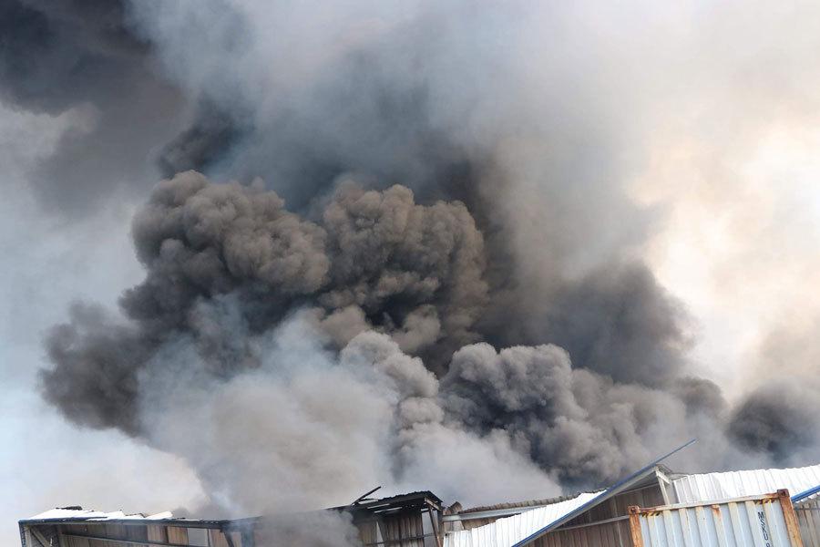 Bình Dương: Cháy lớn ở khu công nghiệp, cột khói đen khổng lồ bốc cuồn cuộn