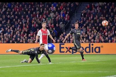 """""""Kẻ săn mồi"""" Ronaldo khiến ai cũng khiếp vía"""