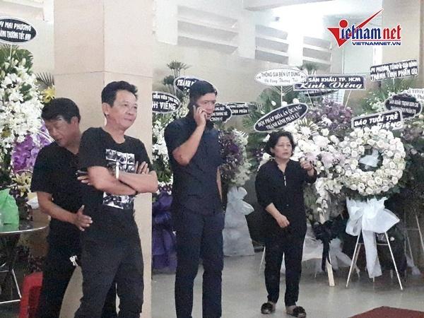 Dân hiếu kì vẫn lộn xộn trong lễ tang Anh Vũ ở chùa Ấn Quang