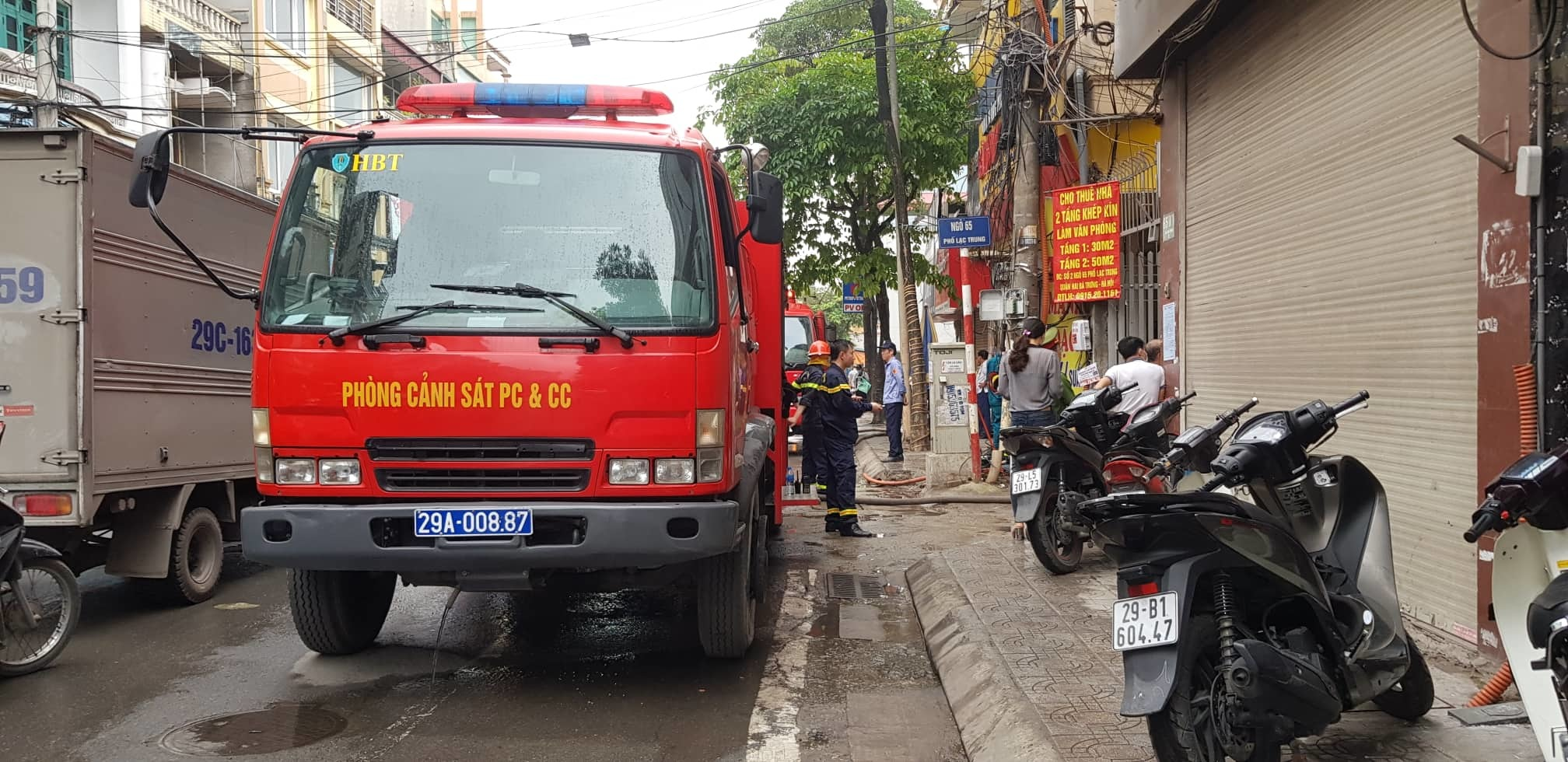 Hà Nội: Nhà cháy rực, người đàn ông nhảy từ tầng cao xuống