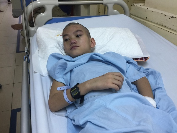Xót xa bé trai dân tộc Nùng 2 lần phẫu thuật tim, 3 lần mổ não