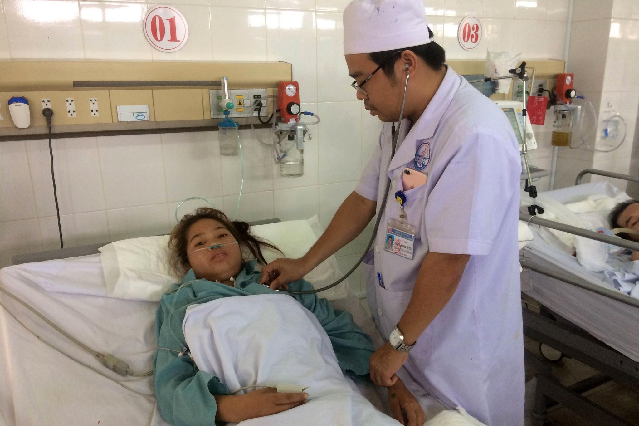 Bác sĩ, kỹ thuật viên ở Quảng Trị hiến máu cứu sống bệnh nhân nguy kịch