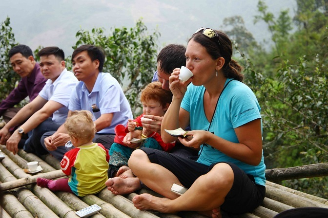 Enjoying tea in Tay Con Linh mountain