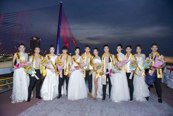 Cao Xuân Tài làm vedette show thời trang trên sông Hàn
