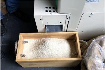 Lạ Hà Nội: Đến giờ nấu cơm mới đi xay lúa, gạo chỉ để được 1 tuần